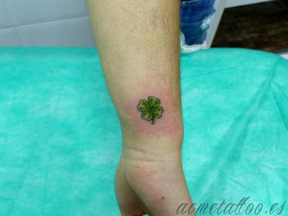 Trebol Tatuaje trebol-cuatro-hojas-color-acme-tattoo-tatuaje - tatuajes online